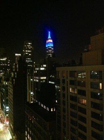 Candlewood Suites New York City Times Square:                   vue nocturne de notre chambre n* 2905