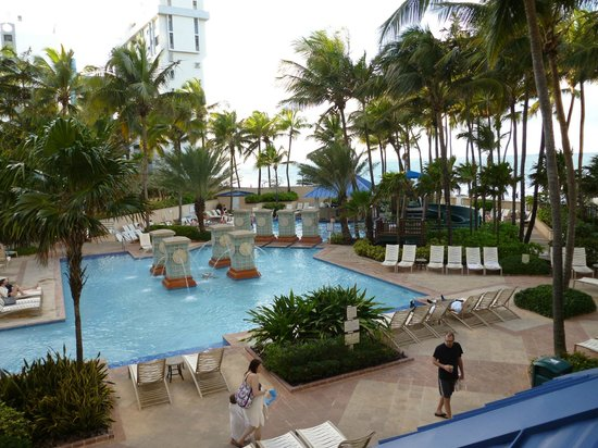 San Juan Marriott Resort & Stellaris Casino :                   Pool area