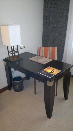 Alejandro I Hotel International Salta: Escritorio habitacion