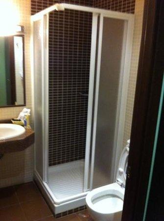 Hostal Avenida Barajas:                   baño