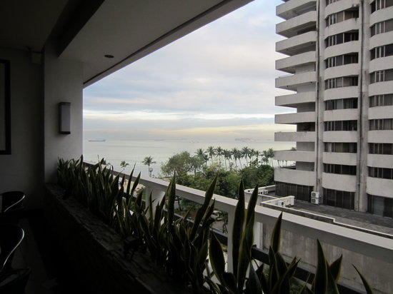 G Hotel Manila by Waterfront:                   Balcony and view