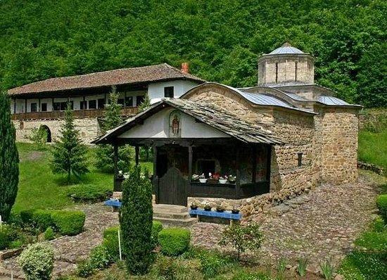 Nature Park Stara Planina:                   Manastir Temska niet zo ver van Pirot
