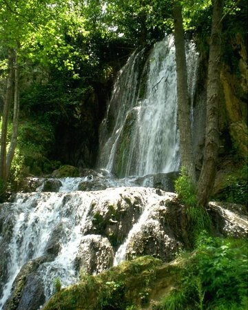 Nature Park Stara Planina :                   Bigar waterval van de Temstica