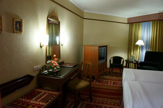 Empress Hotel: Superior Room