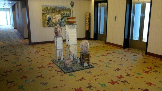 Alejandro 1 Hotel Internacional Salta: Sala de espera de ascensores