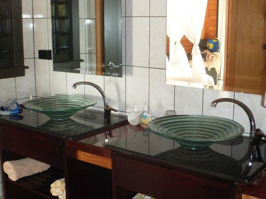 Taveuni Island Resort & Spa:                   the bathroom
