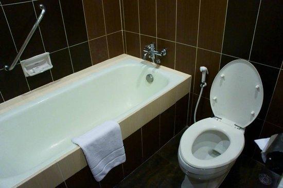 โรงแรมเอ็มเพรส: Badewanne