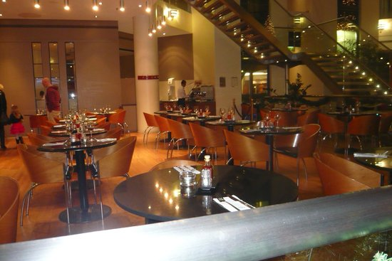 Sofitel London Gatwick:                   Eating area