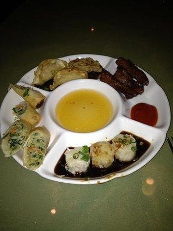 Thaijindesu: delicious appetizer sampler....