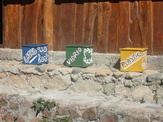 Nacientes Palmichal:                   Recycling auf dem Gelaende