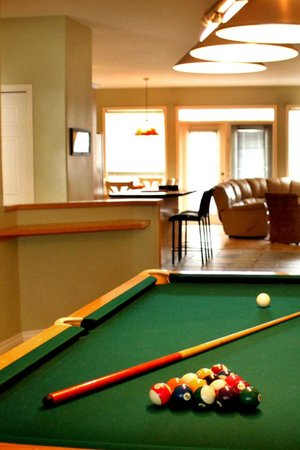 Marble Canyon & The Residences at Fairmont Ridge: Many of our townhomes feature billiards rooms. Great for socializing!