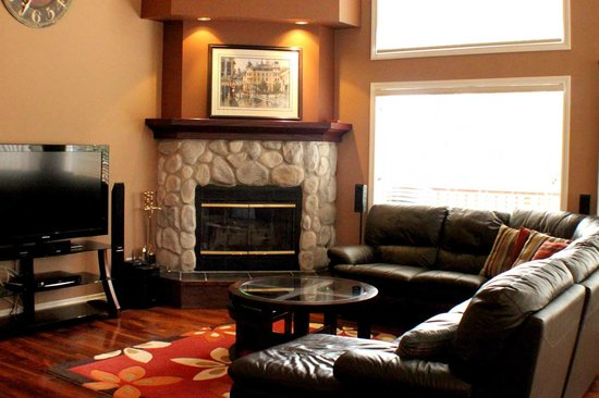 Marble Canyon & The Residences at Fairmont Ridge: The majority of townhomes feature fireplaces.