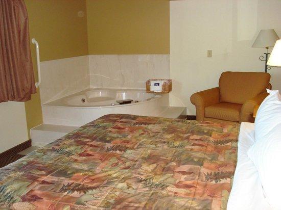 AmericInn Lodge & Suites Two Harbors:                   bedroom area