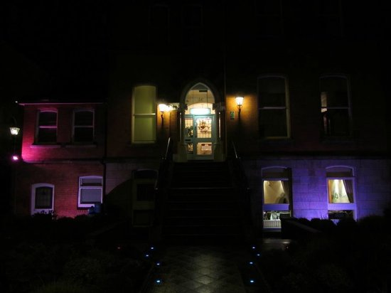 Roxford Lodge Hotel: Exterior of Roxford Lodge at Night