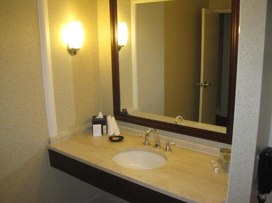 Hyatt Regency Boston:                   bathroom
