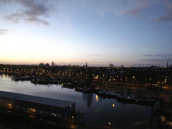 DoubleTree by Hilton Hotel Amsterdam Centraal Station:                   Dusk over Amsterdam