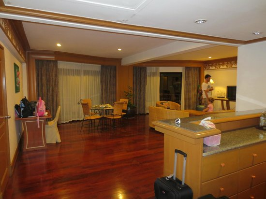 Maritime Park & Spa Resort :                   Breakfast area in the Suite