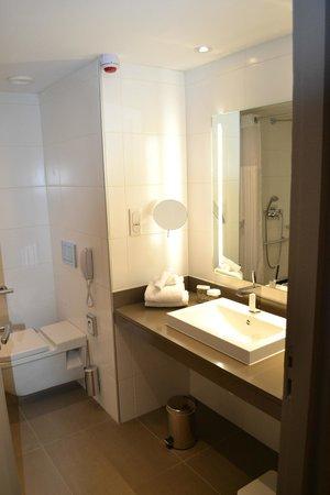 Hilton Paris La Defense: Bathroom