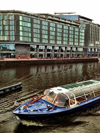 DoubleTree by Hilton Hotel Amsterdam Centraal Station:                   Canal Cruise Passing Double Tree