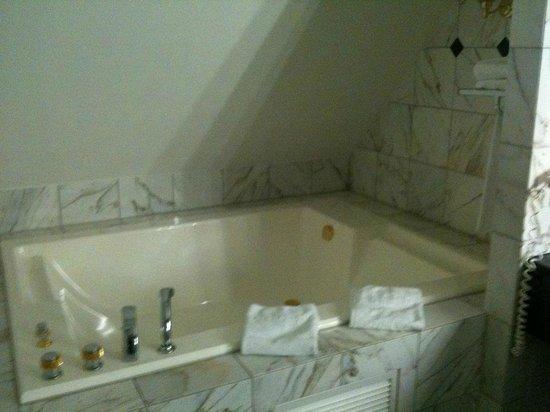 Lindner Grand Hotel Beau Rivage:                   huge bath/jacuzzi in bathroom 2 in suite