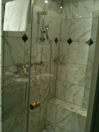 Lindner Grand Hotel Beau Rivage:                   shower in bathroom 1 in suite