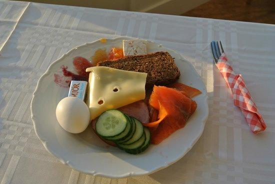ノーザン ライト イン,                   これは、朝食です!(バイキング形式)とてもシンプルだけどちょっとしたレストランよりもスモークサーモンもチーズも絶品です!