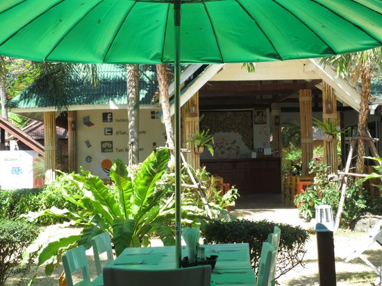 Twin Bay Resort :                   Front Desk