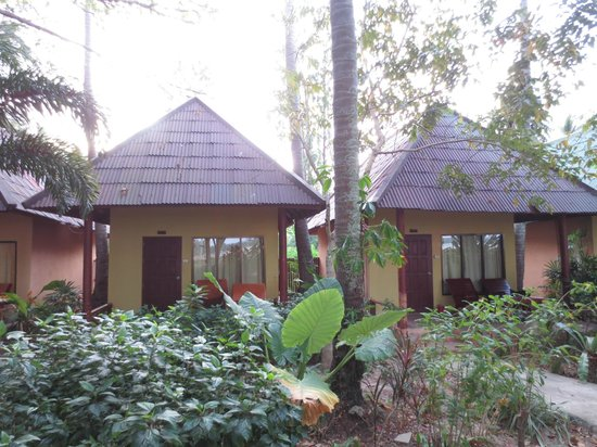 Twin Bay Resort:                   Our Hut