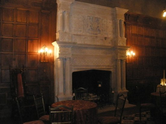 The Castle at Skylands Manor:                   great hall