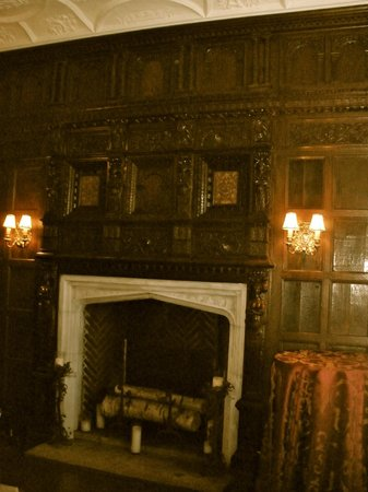 The Castle at Skylands Manor:                   dining room