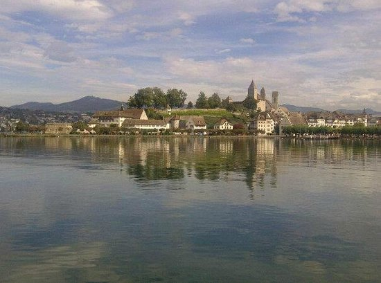 San Marco Rapperswil: The approach to stunning medieval Rapperswil