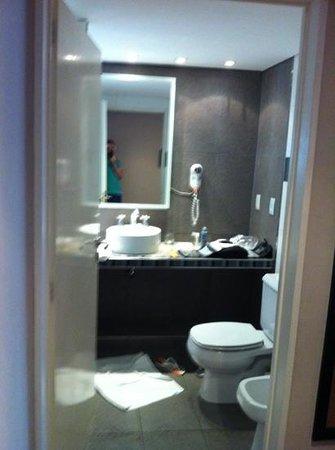 Fertilia Downtown Apartamentos:                   Bathroom