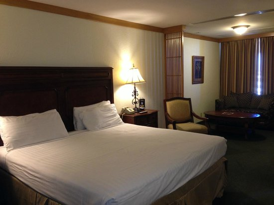 El Cortez Hotel & Casino: Room 708 King bed in the Tower