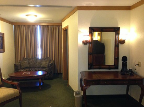 El Cortez Hotel & Casino: sitting area of room 708