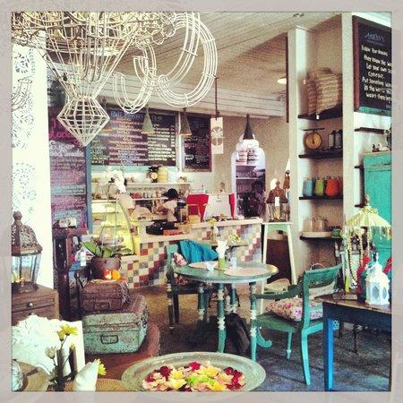 Bungalow Living Bali interior - stunning!