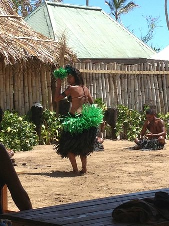 Robinson Crusoe Island Resort:                   dance