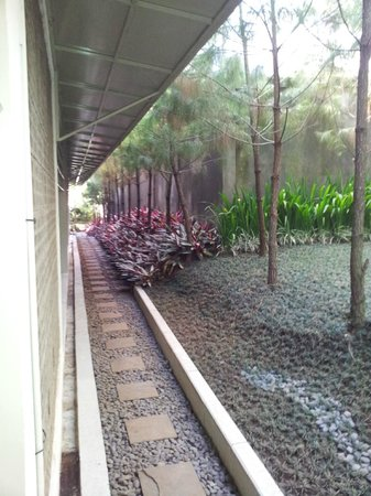 Bumi Bandhawa Hotel: in front of the room