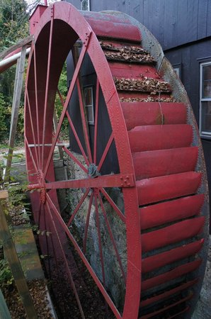 Osceola Mill Restaurant, B&B and Cabins: Waterwheel at the Osceola Mill