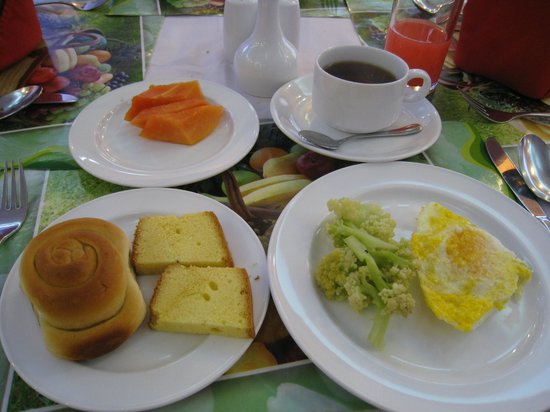 Central Hotel Yangon:                   セントラルホテルでの朝食一例