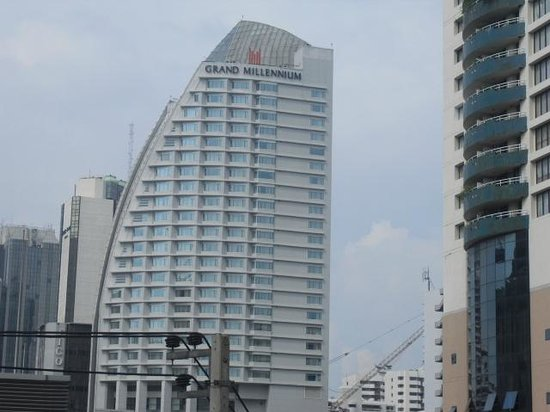 Pullman Bangkok Grande Sukhumvit:                   ホテルの外観