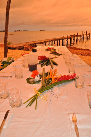 Chez Lola: sunset colors aroud your table