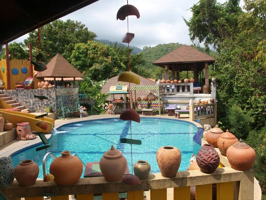 Varinda Garden Resort:                   Lovely Pool Overlooking the Gulf of Thailand