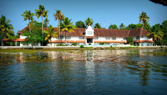Lemon Tree Vembanad Lake Resort:                   the hotel from the chikara ride in the lake