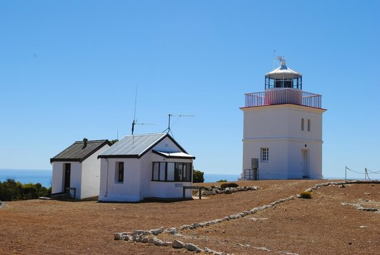 Cape Borda Lighthouse Keepers Heritage Accommodation :                                                                         Lighthouse & Comms room