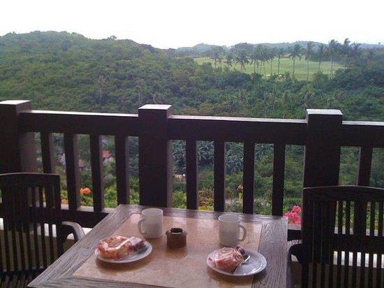 Alta Vista de Boracay:                   overlookin golfcourse