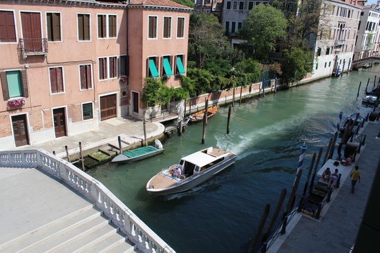 Al Bailo di Venezia:                   View of the canal from the room