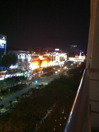 Palace Hotel Saigon: Balcony View (night)
