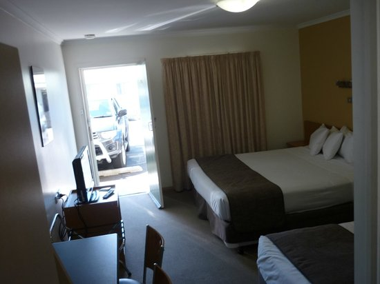 Riverside Hotel Motel: Room 205