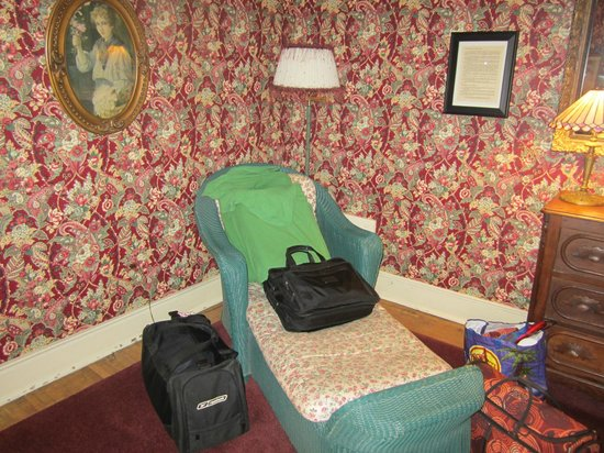 Walnut Street Inn:                   sitting area in bedroom