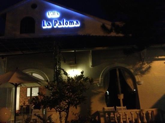 La Paloma Hotel :                   Beauty at night